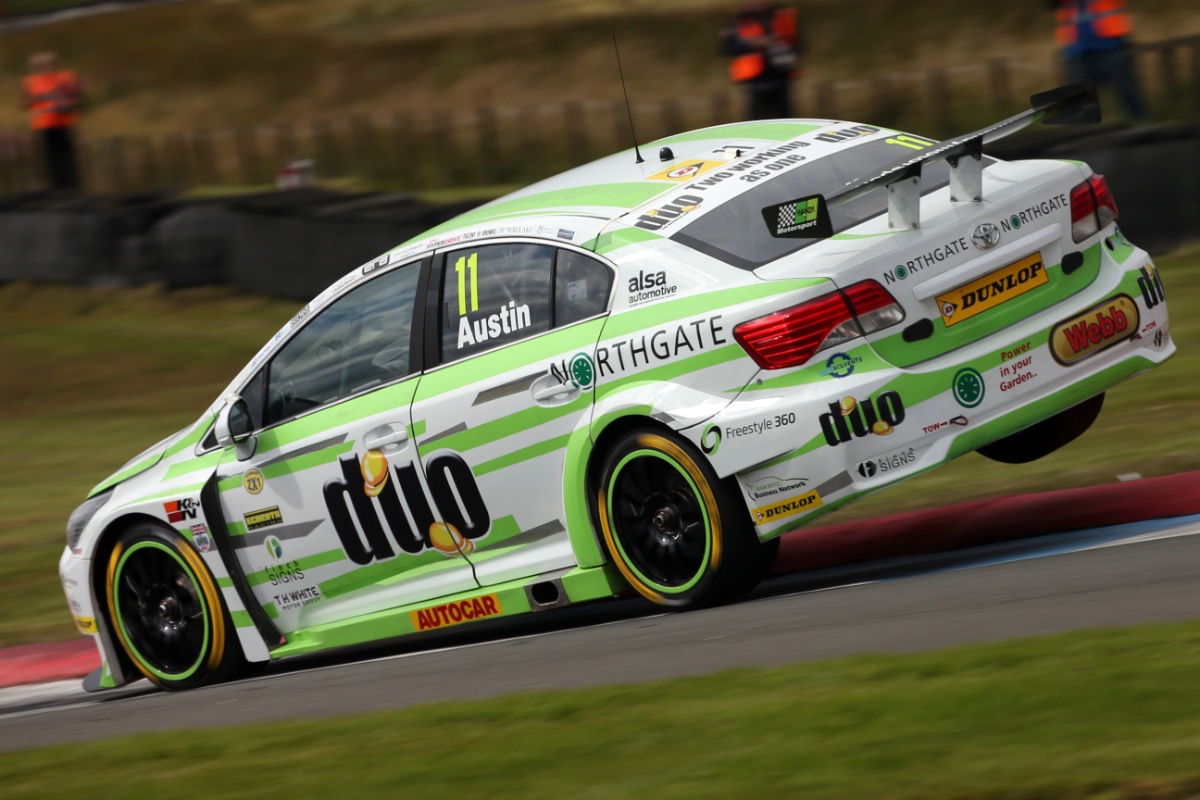 Knockhill Nightmare for BTCC Handy Motorsport