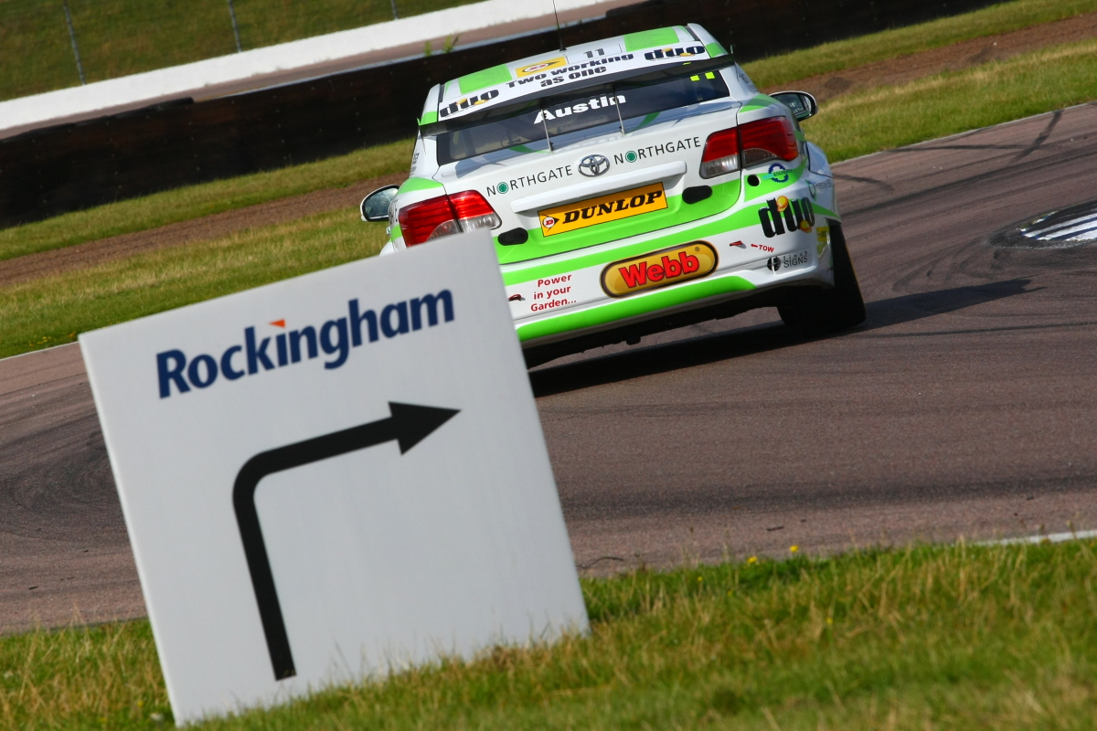 Bruising Rockingham for Handy Motorsport and Rob Austin